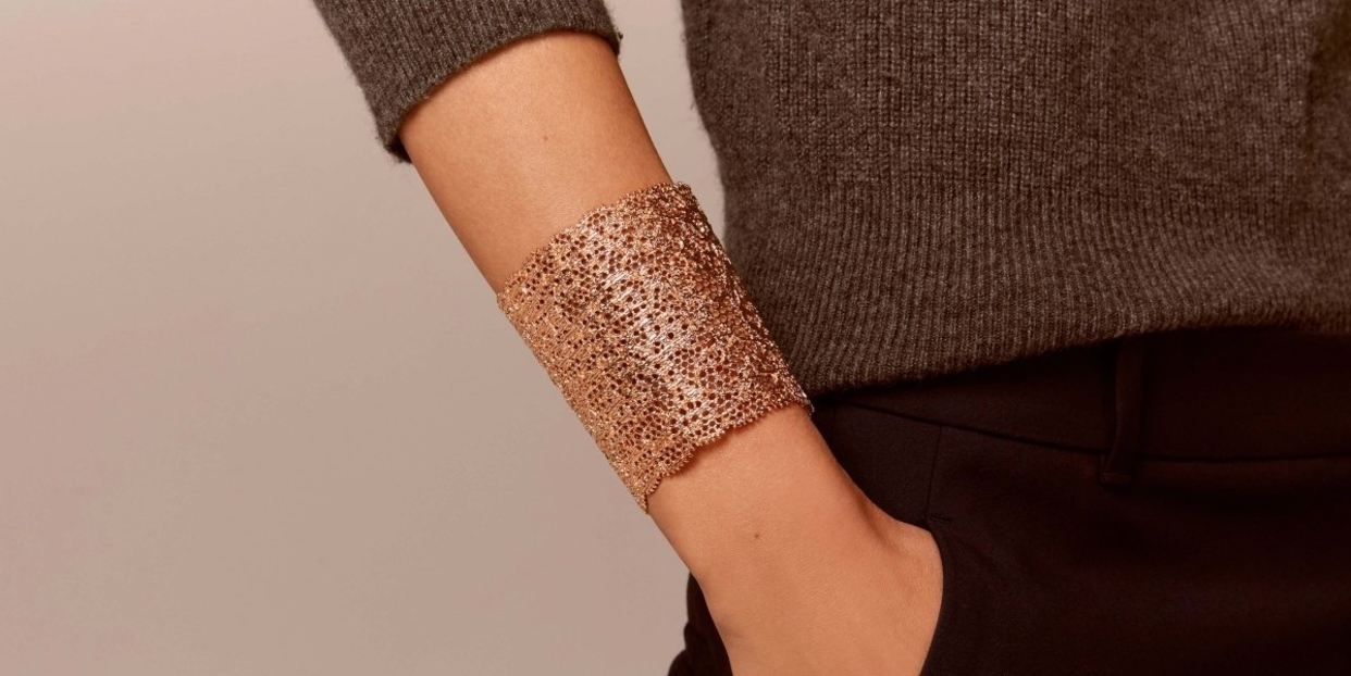 Big 3x rose gold vintage lace cuff