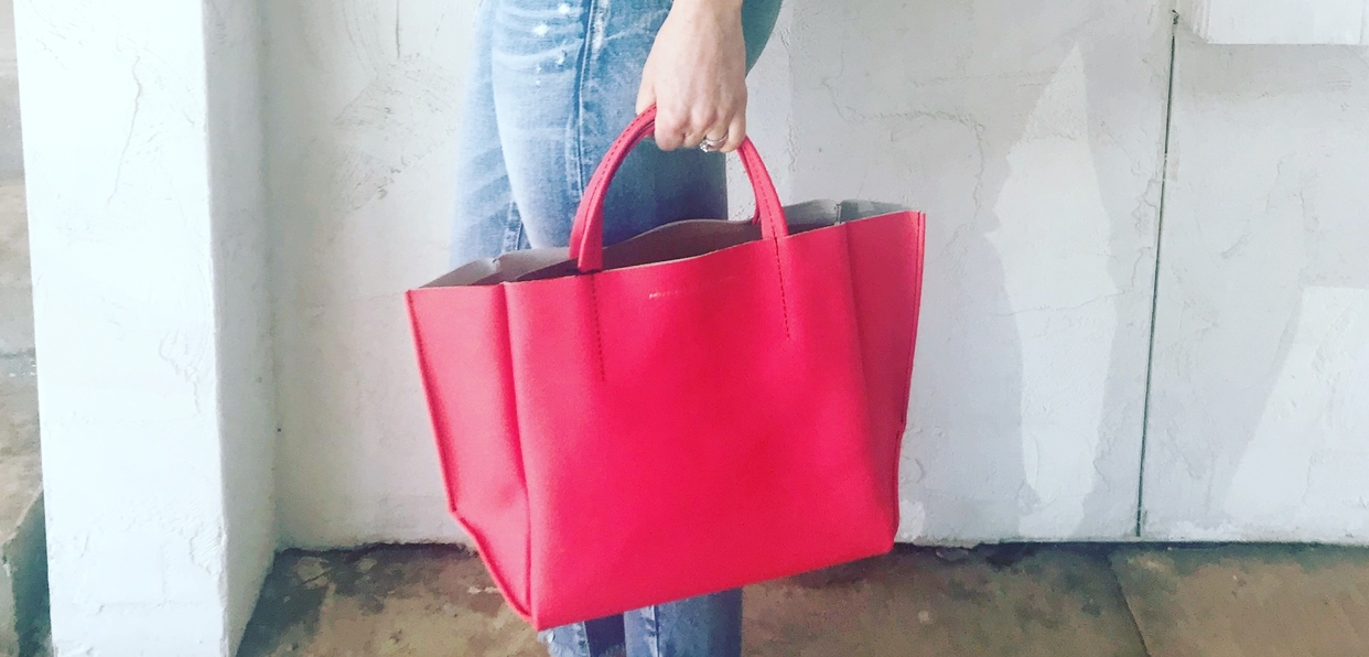 Big 3x ampersand half tote soft red