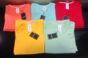 Eva & Claudi Essentials Tops