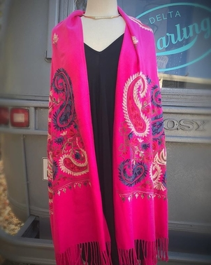 Embroidered Pink Wrap Accesories