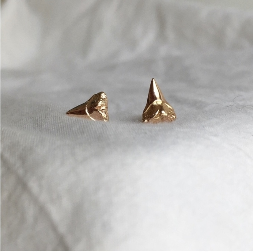 Fig. 7 18k Rose Gold Shark Tooth Studs Jewelry