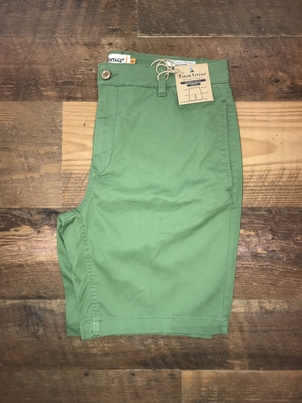 """Tailor Vintage 9"""" Stretch Twill Walking Short in Green"""